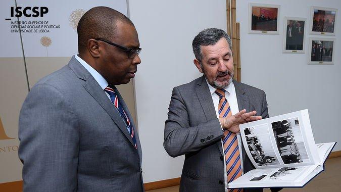 Joaquim Bule, Embaixador de Moçambique em Portugal, na visita ao ISCSP-ULisboa.