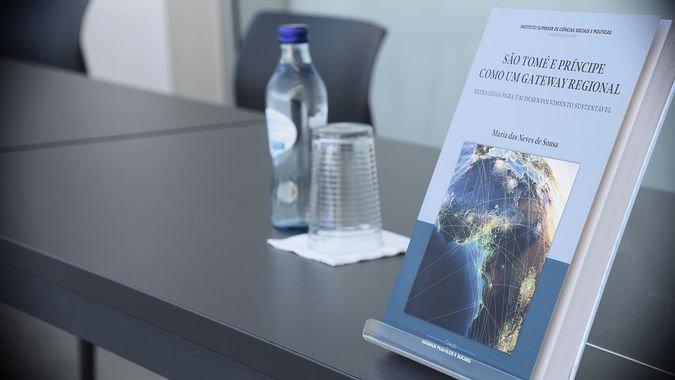 """Edições ISCSP editam livro """"São Tomé e Príncipe como Gateway Regional - Estratégia para um Desenvolvimento Sustentável"""""""