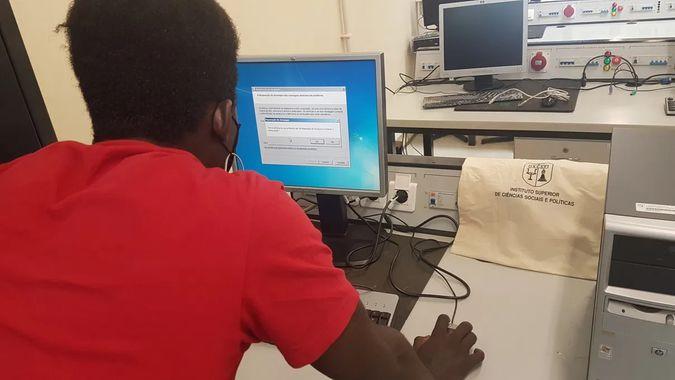 Computadores doados ao Agrupamento de Escolas Emídio Navarro já estão a ser usa
